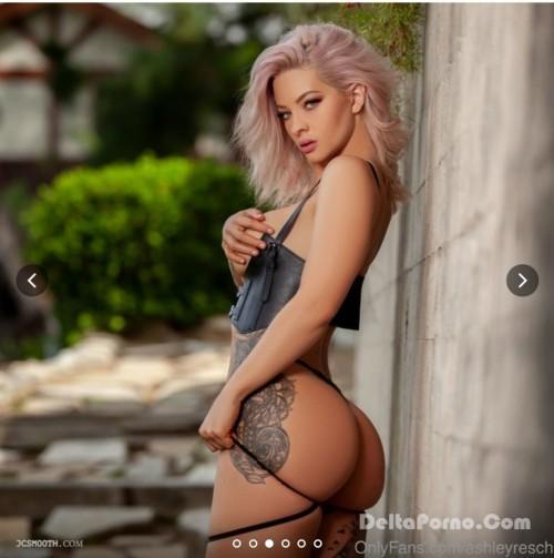 Ashley Resch  nackt